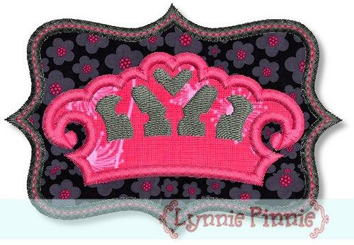 Crown with frame zig zag satin welcome to lynnie